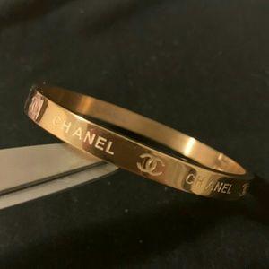 Amazing logo cute bracelet 💗💗💗💗💗